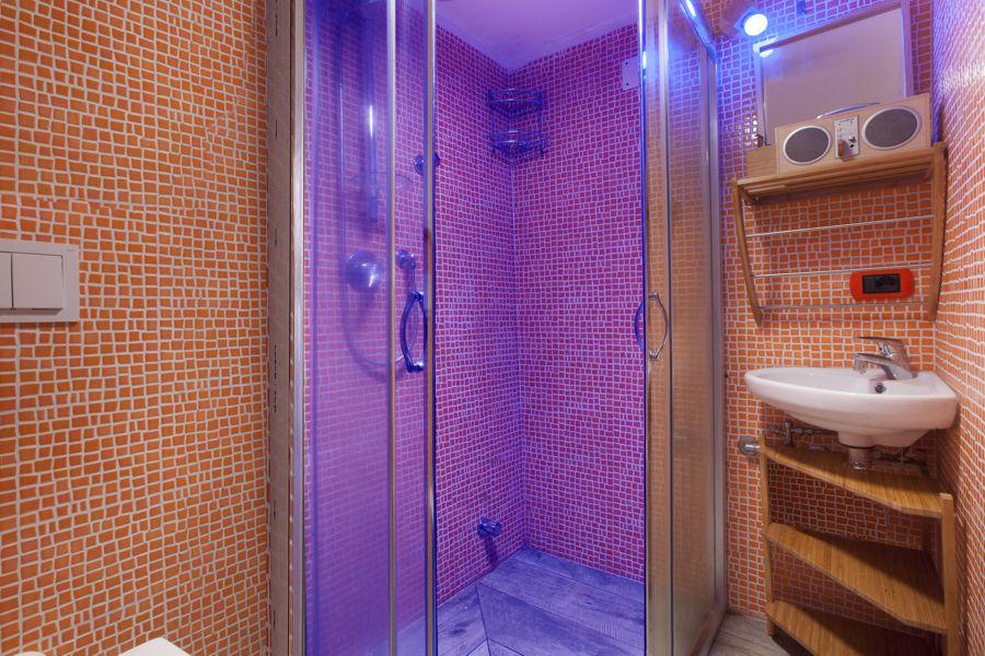 Chromatic shower